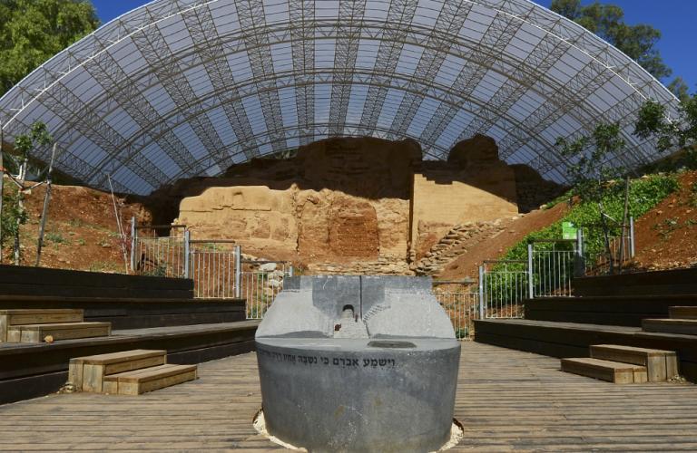 השער הכנעני העתיק בתל-דן